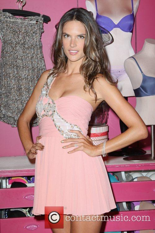 alessandra ambrosio fashions night out 2012 victorias 5906145