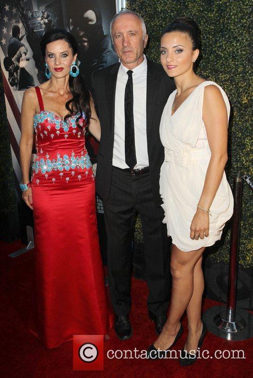 Izek Shomof, Aline Shomof and Guest The Los...