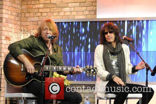 Jeff Pilson and Kelly Hansen  Foreigner performs...