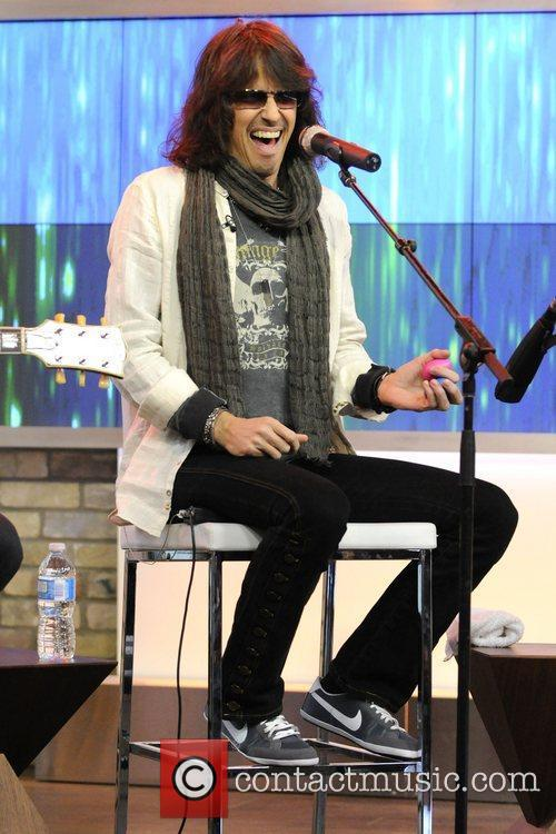 Kelly Hansen  Foreigner performs live on CTV's...