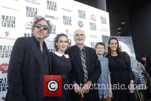 Tim Burton, Winona Ryder, Martin Landau, Cahrlie Tahan and Allison Abbate 5