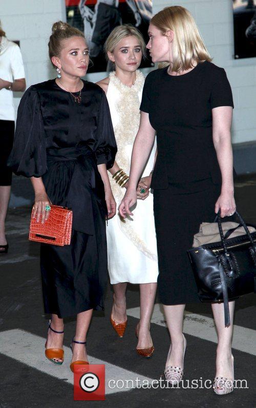 Mary-Kate Olsen and Ashley Olsen 4
