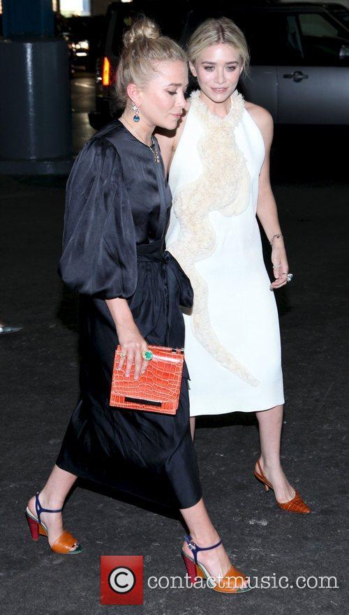 Mary-Kate Olsen and Ashley Olsen 10