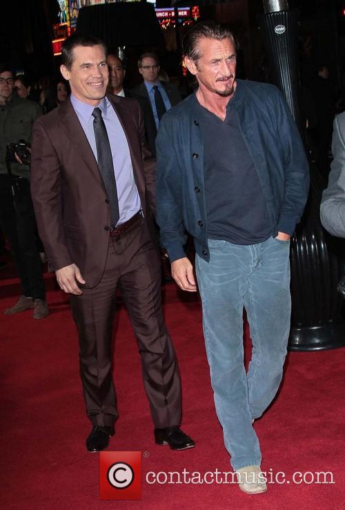 Josh Brolin, Sean Penn and Grauman's Chinese Theater 1