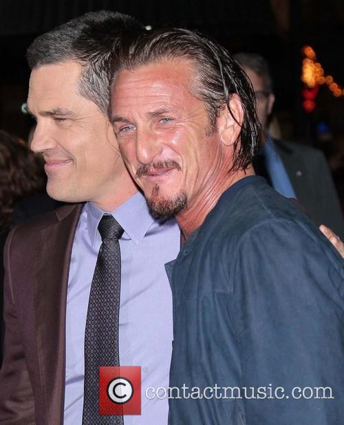 Josh Brolin, Sean Penn and Grauman's Chinese Theater 3