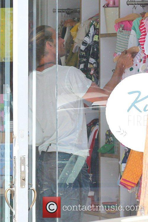gavin rossdale shopping at firefly kids on 4087174