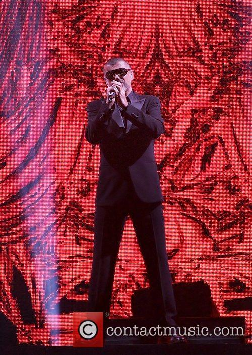george michael performing his symphonica tour at 5916841