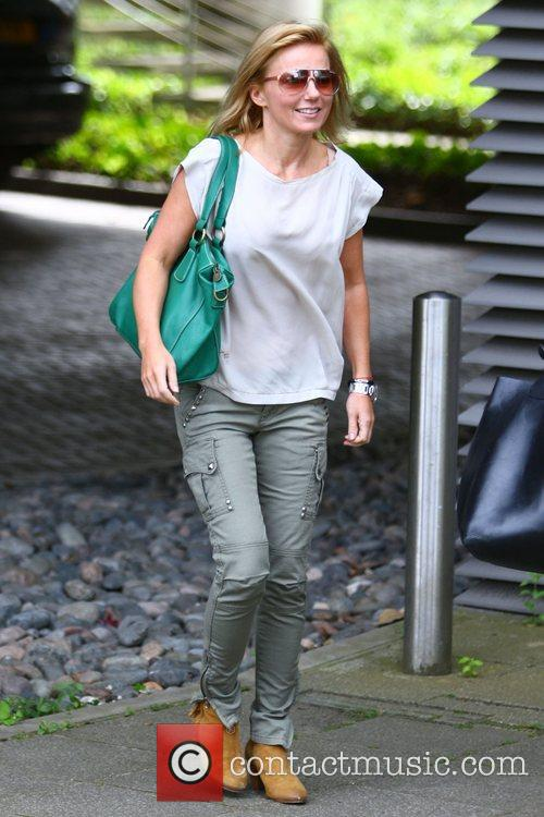 geri halliwell arrives at an office building 4043072