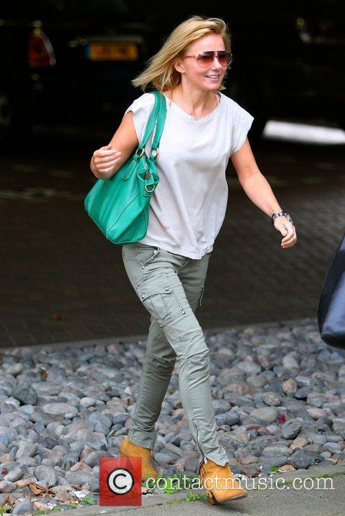 geri halliwell arrives at an office building 4043076