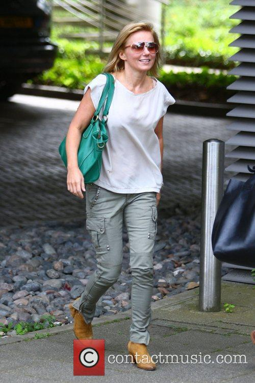 geri halliwell arrives at an office building 4043078