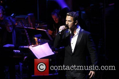 Richard Fleeshman  Sneak Peak performance of music...