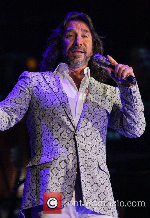 marco antonio solis performing during the gigant3s 4021527
