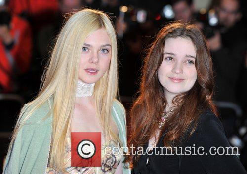 Elle Fanning and Alice Englert 5