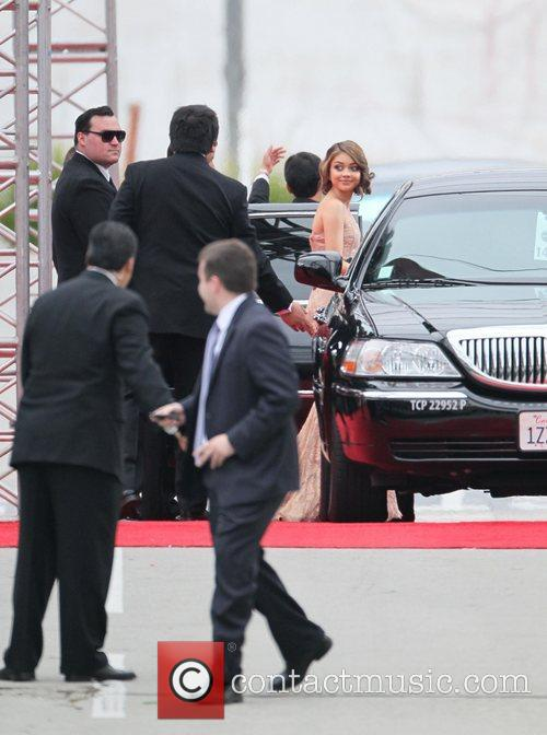 Sarah Hyland, Golden Globe Awards and Beverly Hilton Hotel 5