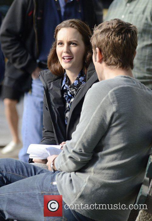 Leighton Meester and Chase Crawford 10
