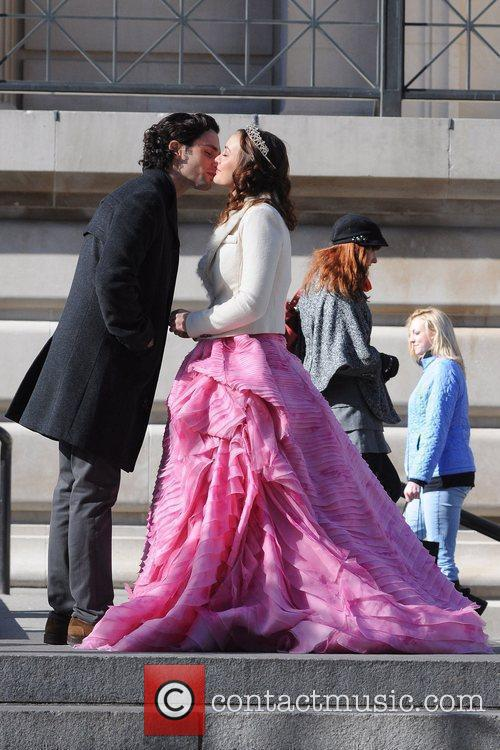 Penn Badgley and Leighton Meester  share a...
