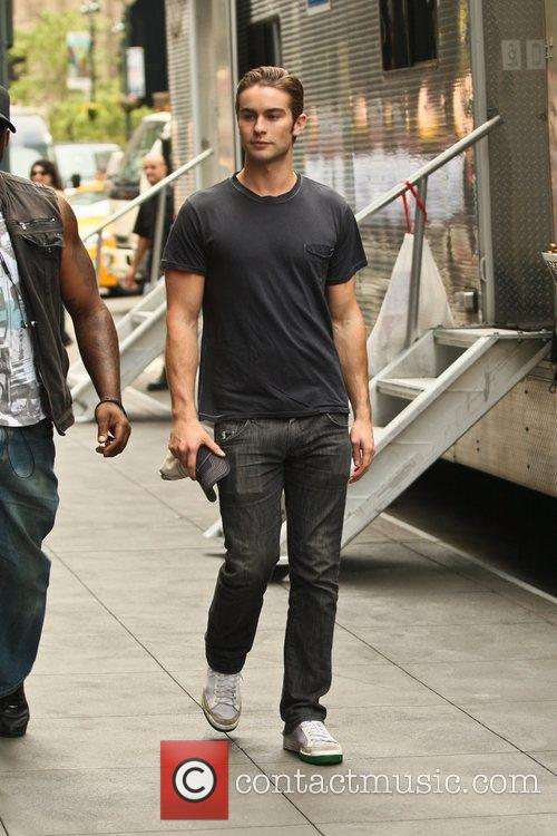 chace crawford on the set of gossip 4042083