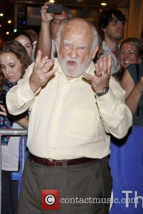 Ed Asner, Grace preview