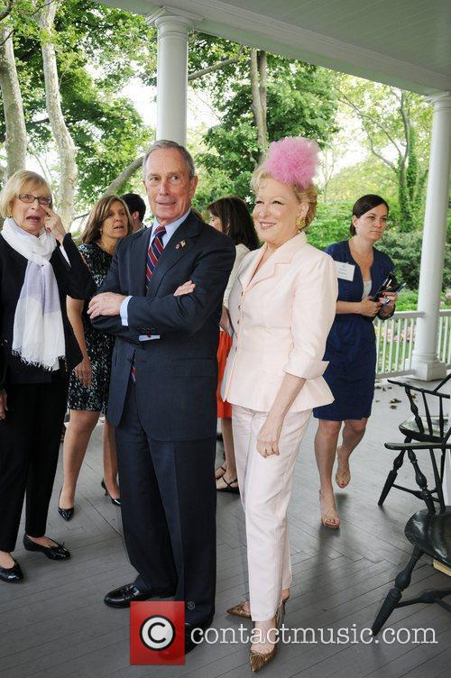 Mayor Michael Bloomberg and Bette Midler 4