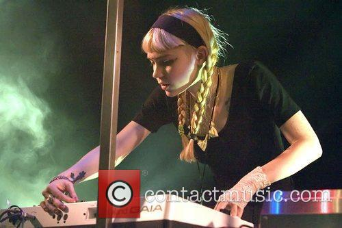 grimes real name claire boucher performing at 4051194