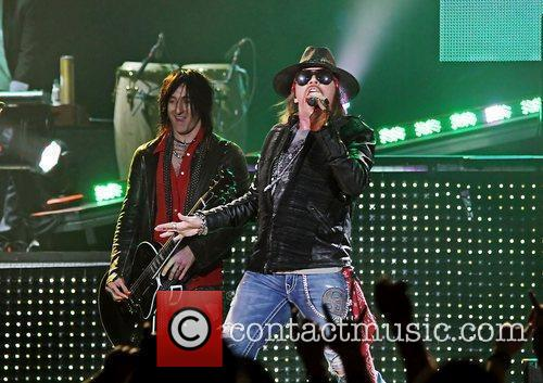 Axl Rose and Liverpool Echo Arena 40