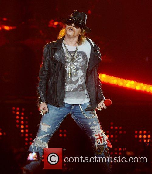 Axl Rose, Guns N Roses and O2 Arena 1