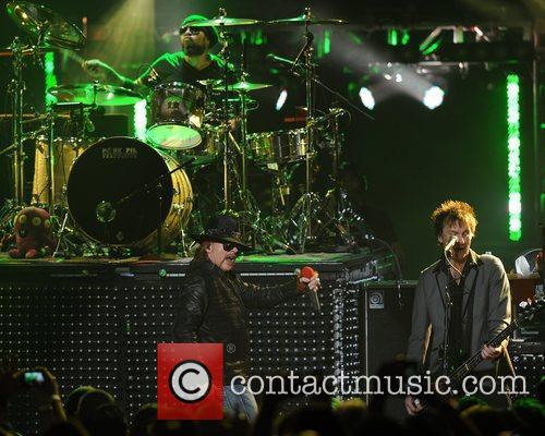 frank ferrer axl rose and tommy stinson 5805490