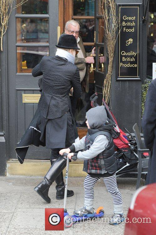 Gwen Stefani, Zuma, Princess Of Wales, Gavin, Kingston and Primrose Hill 11