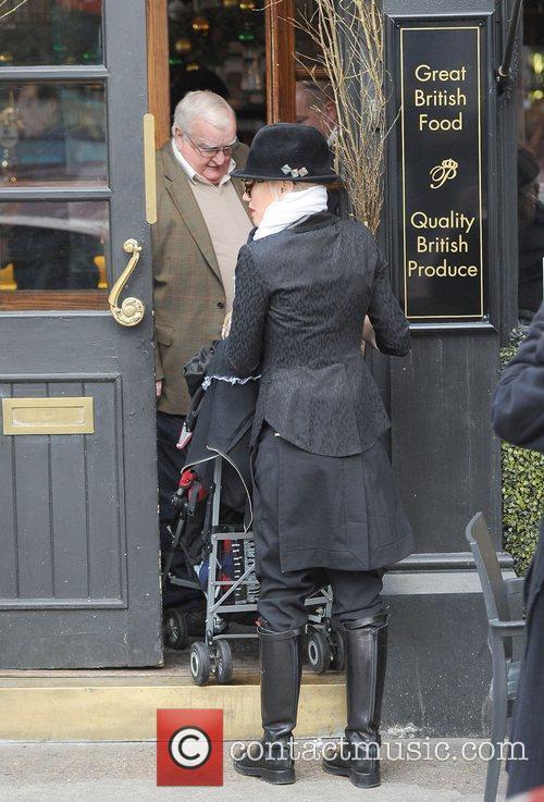 Gwen Stefani, Princess Of Wales, Gavin, Kingston and Primrose Hill 12