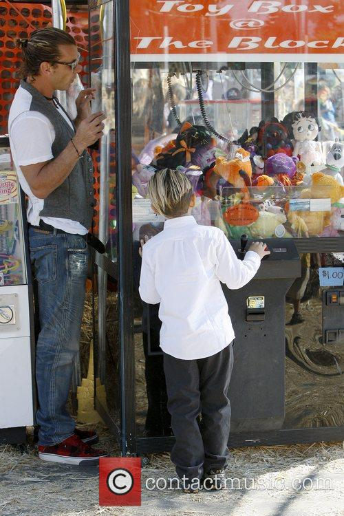 Gavin Rossdale and Kingston Rossdale 3