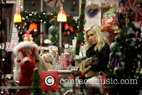 Gwen Stefani with Gavin Rossdale out shopping in...