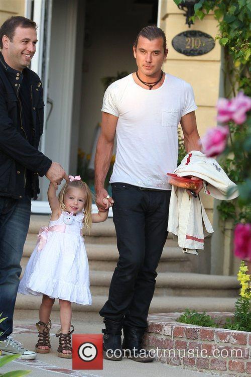 Gavin Rossdale leaves Gwen Stefani's parents house after...