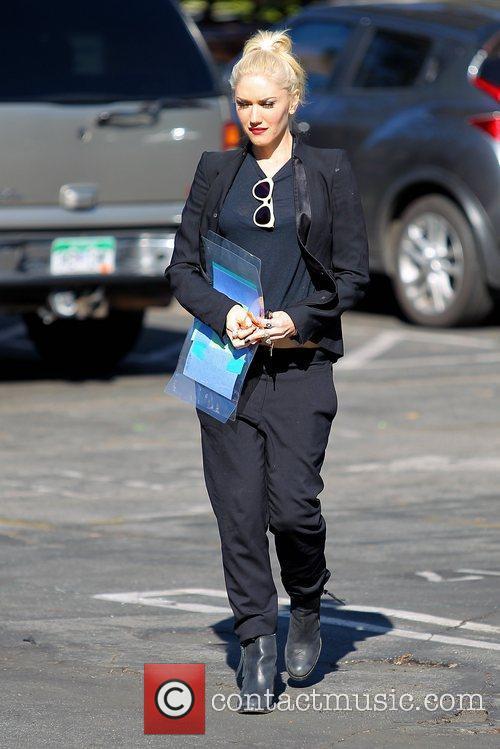 gwen stefani dressed in black seen leaving 5956355