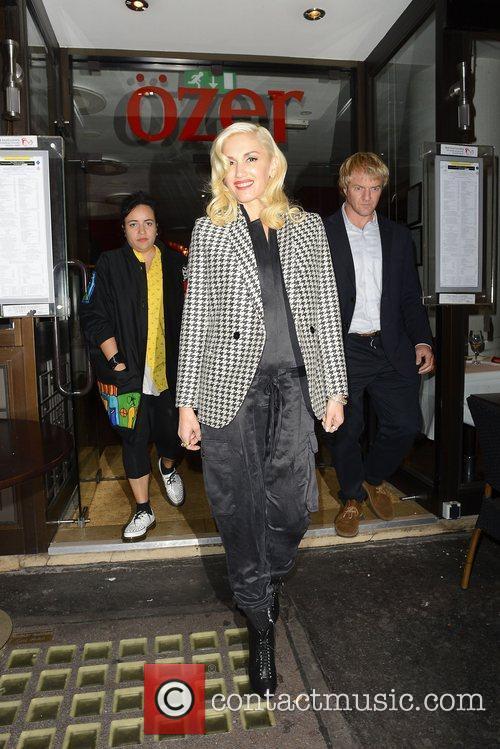 Gwen Stefani leaves Ozer restaurant
