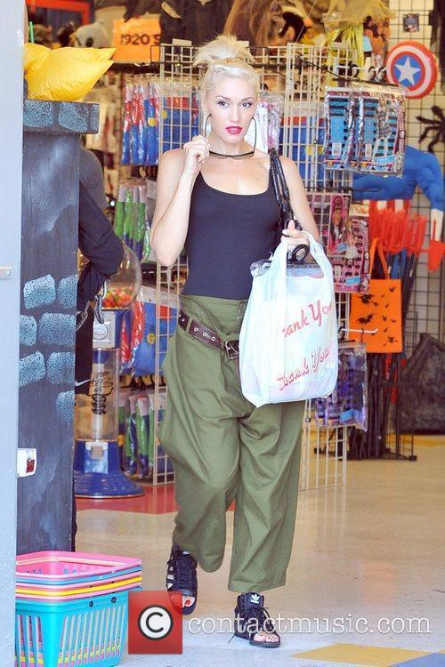 Gwen Stefani spends the day shopping with her...