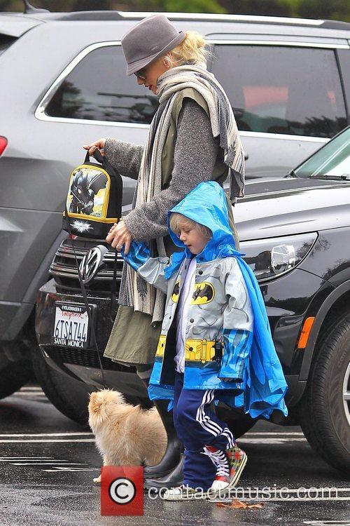gwen stefani walks her new puppy as 5959692