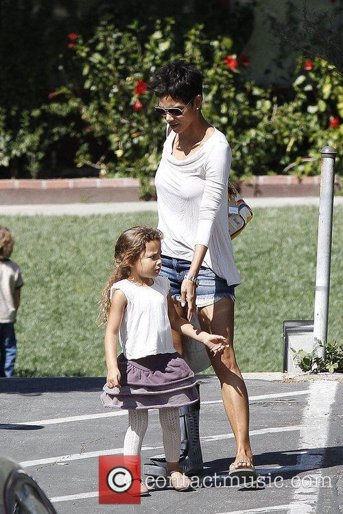 halle berry is seen wearing a soft 5807480
