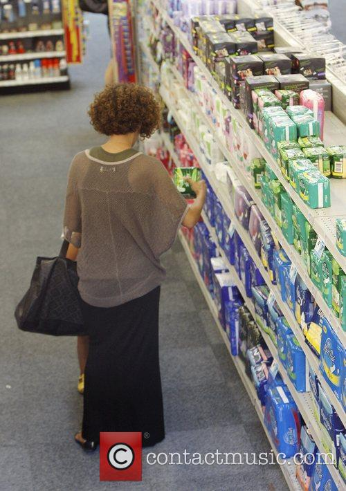 halle berry shopping with her daughter nahla 3885580