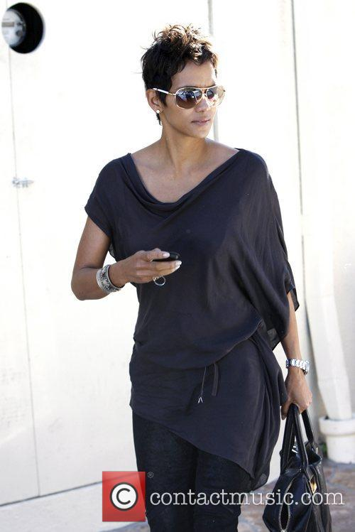 Halle Berry and Cafe Med 5