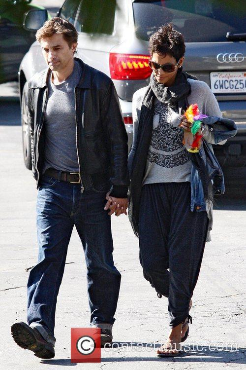 Halle Berry and Oliver Martinez 6