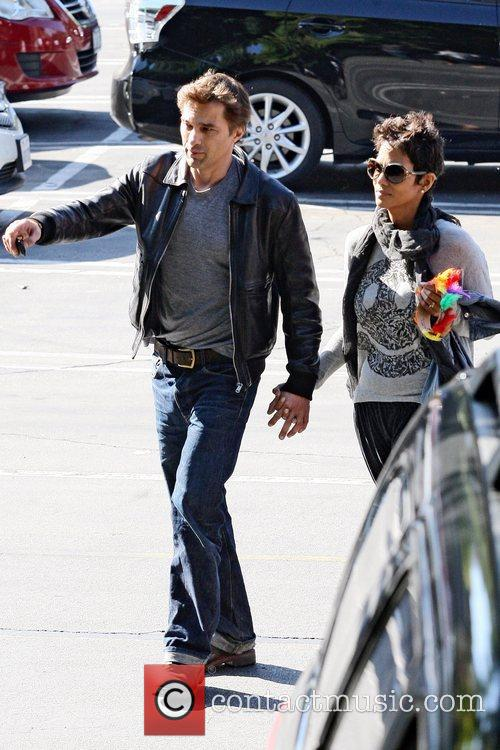Halle Berry and Oliver Martinez 1
