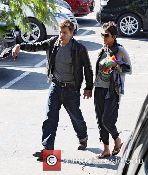 Halle Berry and Oliver Martinez 5
