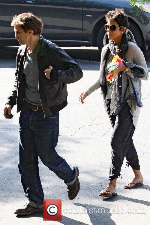 Halle Berry and Oliver Martinez 2