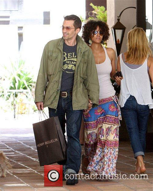 Halle Berry and Olivier Martinez 5