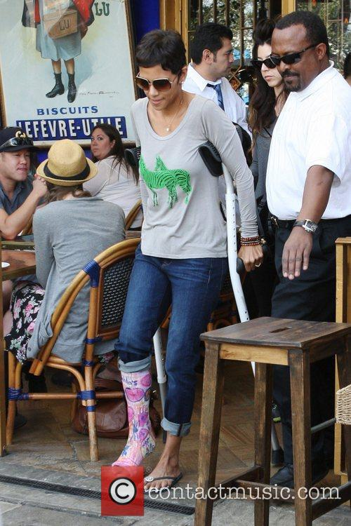 halle berry is seen heading to lunch 5786751