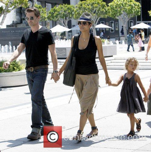 Olivier Martinez and Halle Berry 6