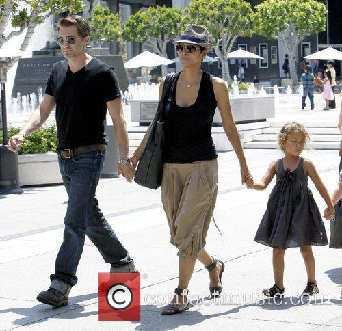 Olivier Martinez and Halle Berry 7