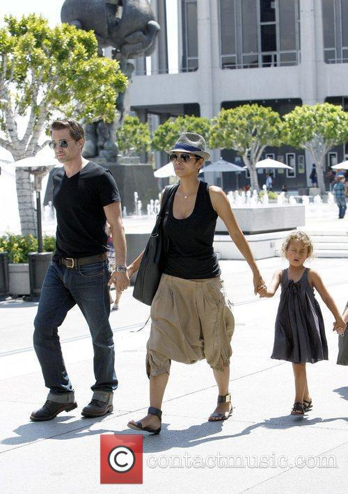 Olivier Martinez and Halle Berry 8