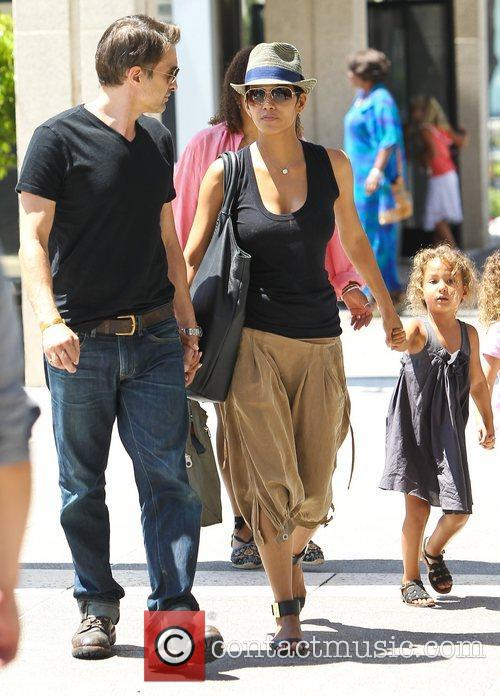 Olivier Martinez and Halle Berry 12