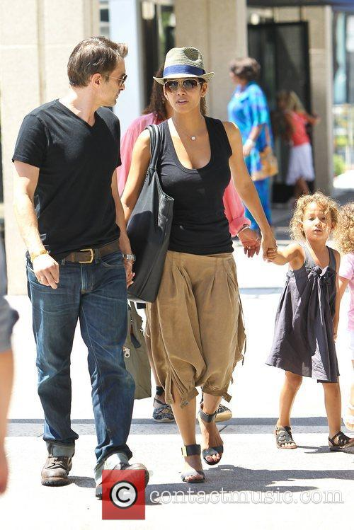 Olivier Martinez and Halle Berry 13